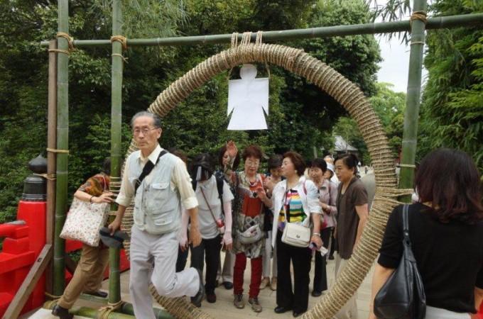さいたま歴史散歩で大宮氷川神社の茅の輪くぐりで無病息災を祈る