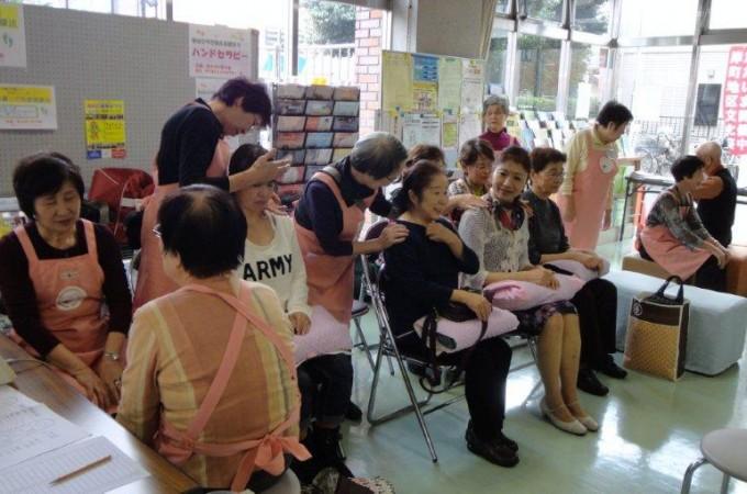 浦和区岸町公民館文化祭でハンドセラピーのボランティア活動