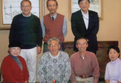 会長:白石巨規(後列左端)、事務局長:西澤暉雄(後列中央)、会計:村井由利子、前会長:大森恵司(前列右から2番目)、前事務局長:脇田勝人(前列左から2番目)、前会計:木村澄子(前列右端)、岩渕克朗(後列右端)、浅野栄子(前列左端)