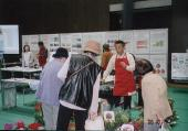 同上イベントで、会員が花の展示即売で資金作り