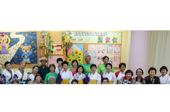 2016年7月 福祉施設慰問時の劇団員の集合写真